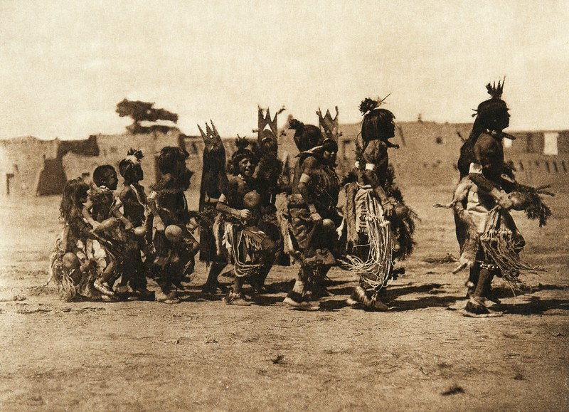 Tablita dance - San Ildefonso - B (The North American Indian, v. XVII. Norwood, MA, The Plimpton Press,  1926)