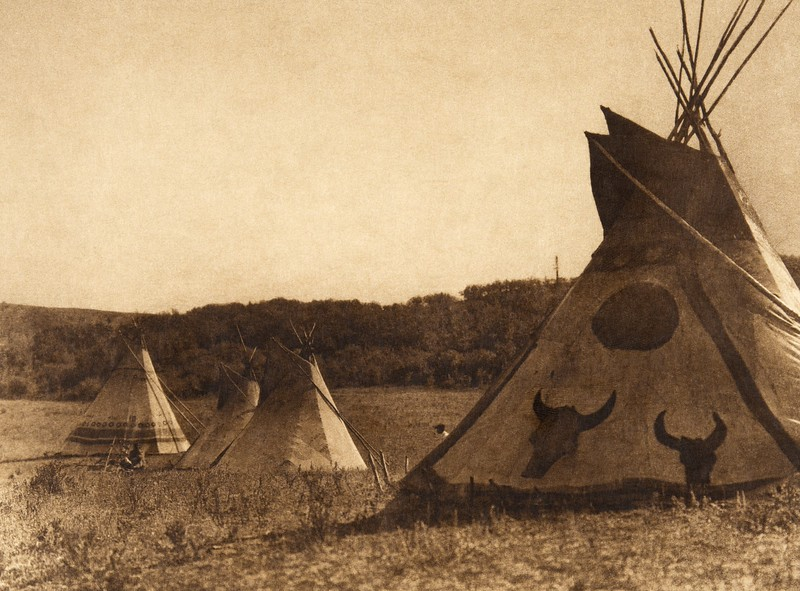 Painted tipis - Assiniboin (The North American Indian, v. XVIII. Norwood, MA, The Plimpton Press,  1928)