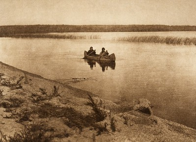 Cree boatwomen (The North American Indian, v. XVIII. Norwood, MA, The Plimpton Press,  1928)