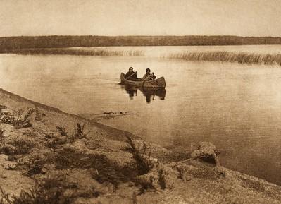 Cree boatwomen (The North American Indian, v. XVIII. Norwood, MA, The Plimpton Press,  1928)