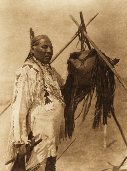 A medicine-bag - Blackfoot (The North American Indian, v. XVIII. Norwood, MA, The Plimpton Press,  1928)