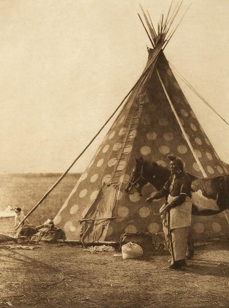 A Blackfoot tipi (The North American Indian, v. XVIII. Norwood, MA, The Plimpton Press,  1928)