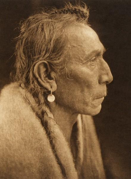 "Aki-tanni - ""Two Guns"" - Sarsi (The North American Indian, v. XVIII. Norwood, MA, The Plimpton Press,  1928)"