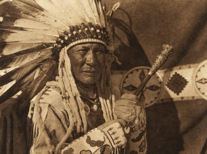 Blackfoot finery (The North American Indian, v. XVIII. Norwood, MA, The Plimpton Press,  1928)