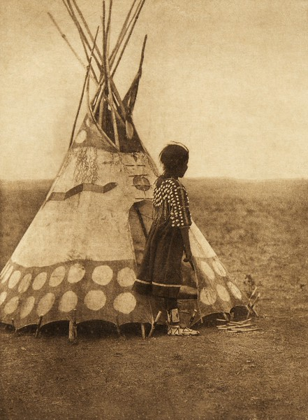 A Piegan play tipi (The North American Indian, v. XVIII. Norwood, MA, The Plimpton Press,  1928)