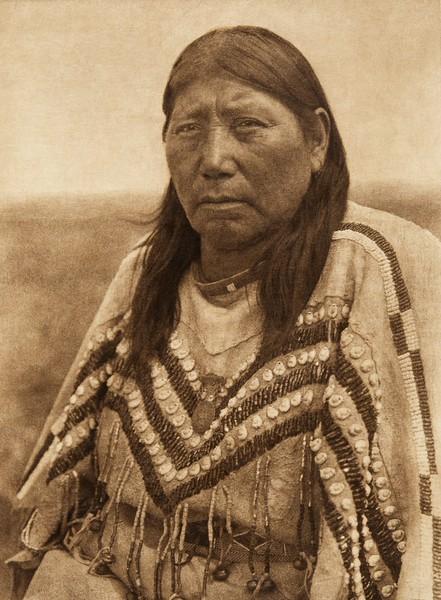 "Itsipstsinikyi - ""Kills-inside"" - Piegan (The North American Indian, v. XVIII. Norwood, MA, The Plimpton Press,  1928)"