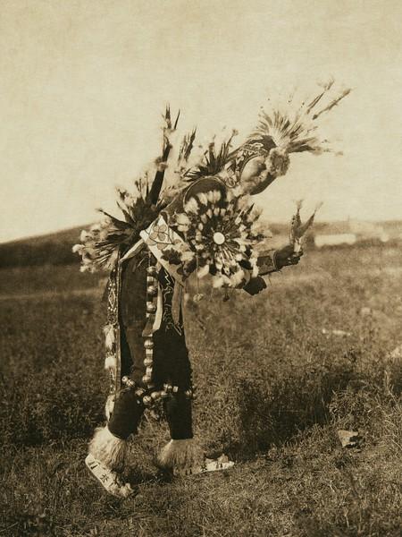 Modern dance costume - Pawnee (The North American Indian, v. XIX. Norwood, MA, The Plimpton Press,  1930)