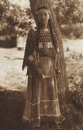 Sioux Maiden (Indians of North America, v. III. Cambridge, MA: The University Press, 1908)