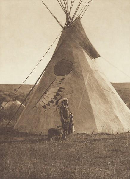 Medicine Lodge - Apsaroke (Indians of North America, v. IV. Cambridge, MA: The University Press, 1909)