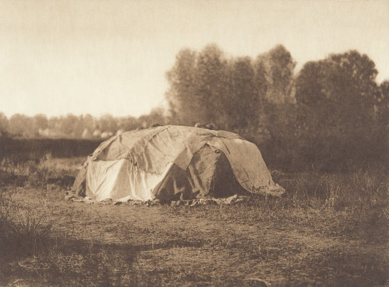 Sweat-Lodge - Apsaroke (Indians of North America, v. IV. Cambridge, MA: The University Press, 1909)