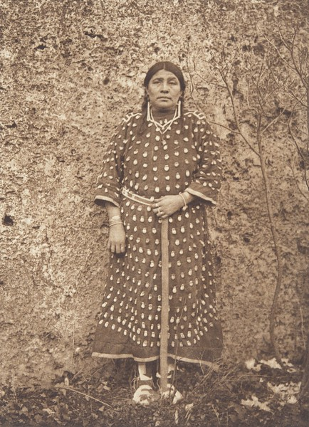 Apsaroke Woman (Indians of North America, v. IV. Cambridge, MA: The University Press, 1909)