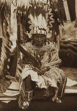 An Old Man of Waiyam [Yakima] (The North American Indian, v. VII. Norwood, MA: The Plimpton Press, 1911)