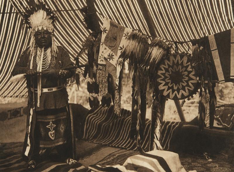 Mnainak - A Yakima Chief (The North American Indian, v. VII. Norwood, MA: The Plimpton Press, 1911)