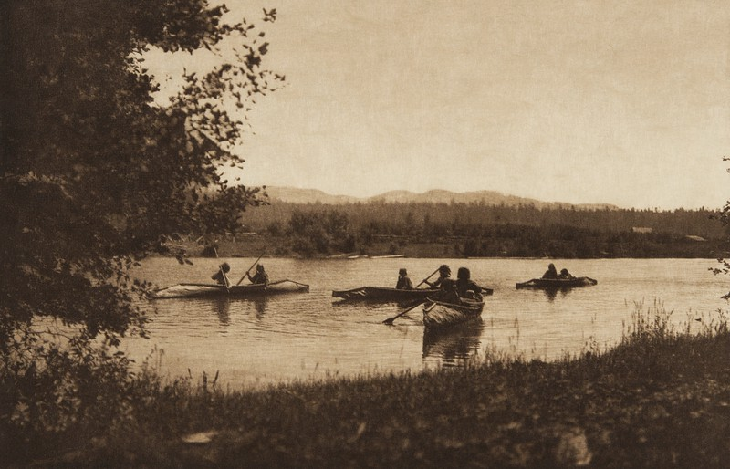 Crossing the Pend d'Oreille - Kalispel (The North American Indian, v. VII. Norwood, MA: The Plimpton Press, 1911)