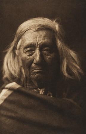 Mitsa - Klickitat (The North American Indian, v. VII. Norwood, MA: The Plimpton Press, 1911)