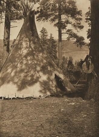 Flathead Buffalo-Skin Lodge (The North American Indian, v. VII. Norwood, MA: The Plimpton Press, 1911)