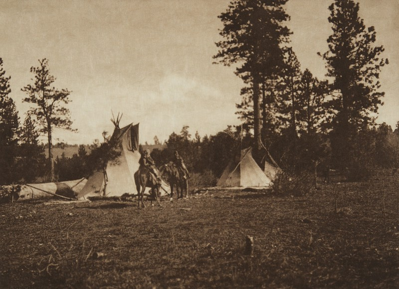 Camp of the Root Diggers - Yakima (The North American Indian, v. VII. Norwood, MA: The Plimpton Press, 1911)