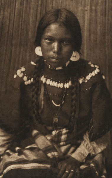 Kalispel Maiden (The North American Indian, v. VII. Norwood, MA: The Plimpton Press, 1911)