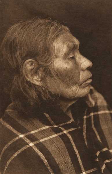 Chinook Female Profile (The North American Indian, v. VIII. Norwood, MA: The Plimpton Press, 1911)