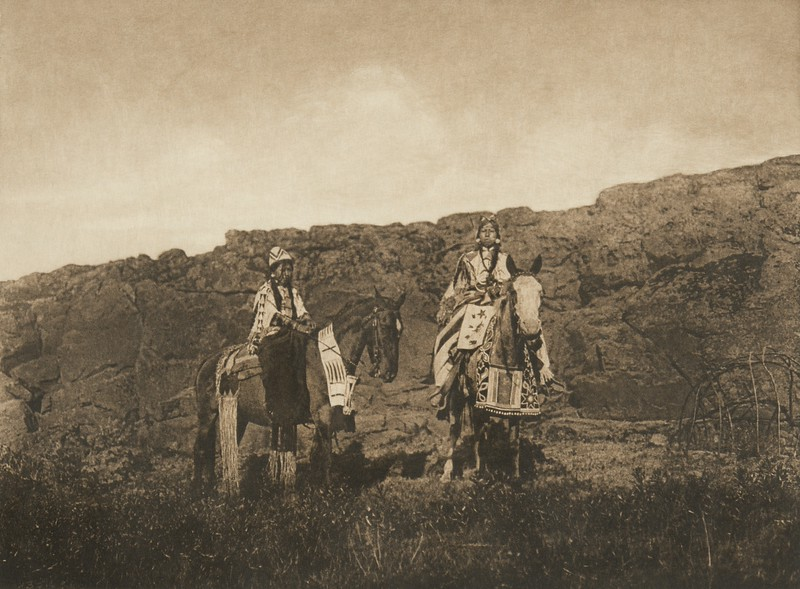 Wishham Girls (The North American Indian, v. VIII. Norwood, MA: The Plimpton Press, 1911)