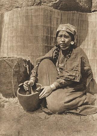 Pounding Fish - Wishham (The North American Indian, v. VIII. Norwood, MA: The Plimpton Press, 1911)