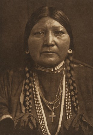 Nez Perce Matron (The North American Indian, v. VIII. Norwood, MA: The Plimpton Press, 1911)