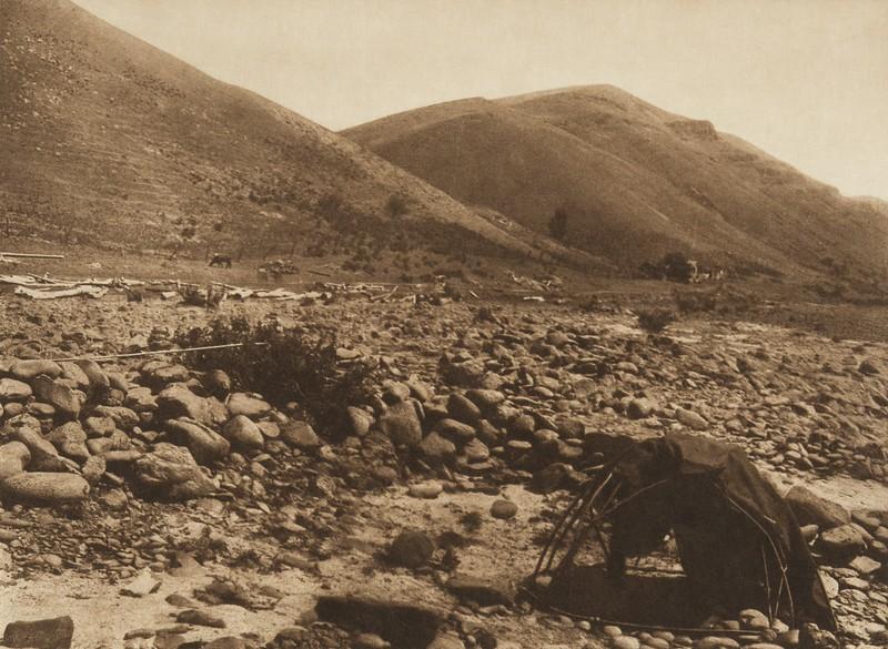 Nez Perce Sweat-Lodge (The North American Indian, v. VIII. Norwood, MA: The Plimpton Press, 1911)