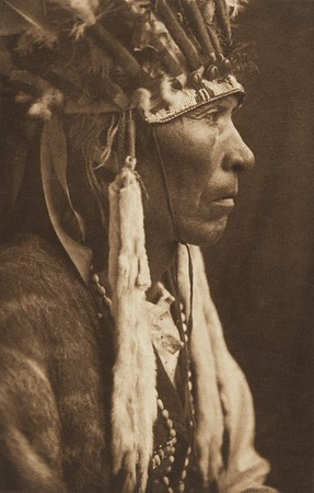Nez Perce Profile (The North American Indian, v. VIII. Norwood, MA: The Plimpton Press, 1911)