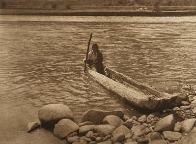 Nez Perce Canoe (The North American Indian, v. VIII. Norwood, MA: The Plimpton Press, 1911)