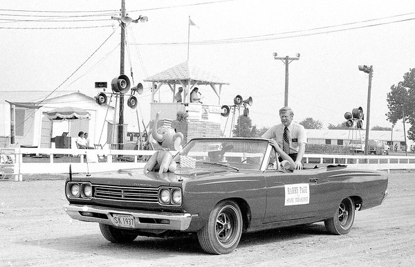 Harry Paige a candidate for Illinois State Treasurer was one of several units in the 1974 Effingham County Fair Parade. EDN file photo