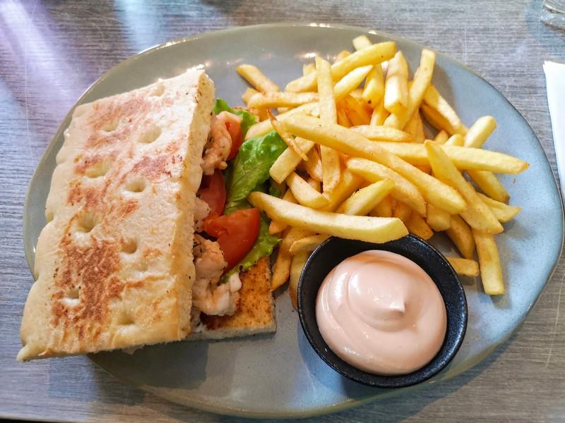 Hummer sandwich