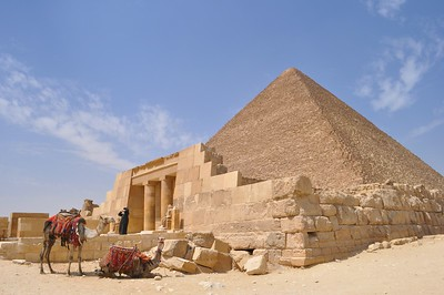 An amazing scene to watch. An Egyptian woman fixing her cover next to the Pyramid tomb.