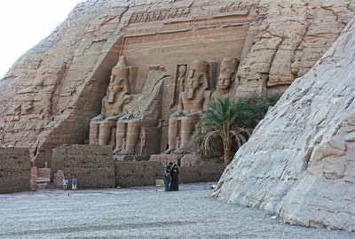 abu-simbel-statues-3