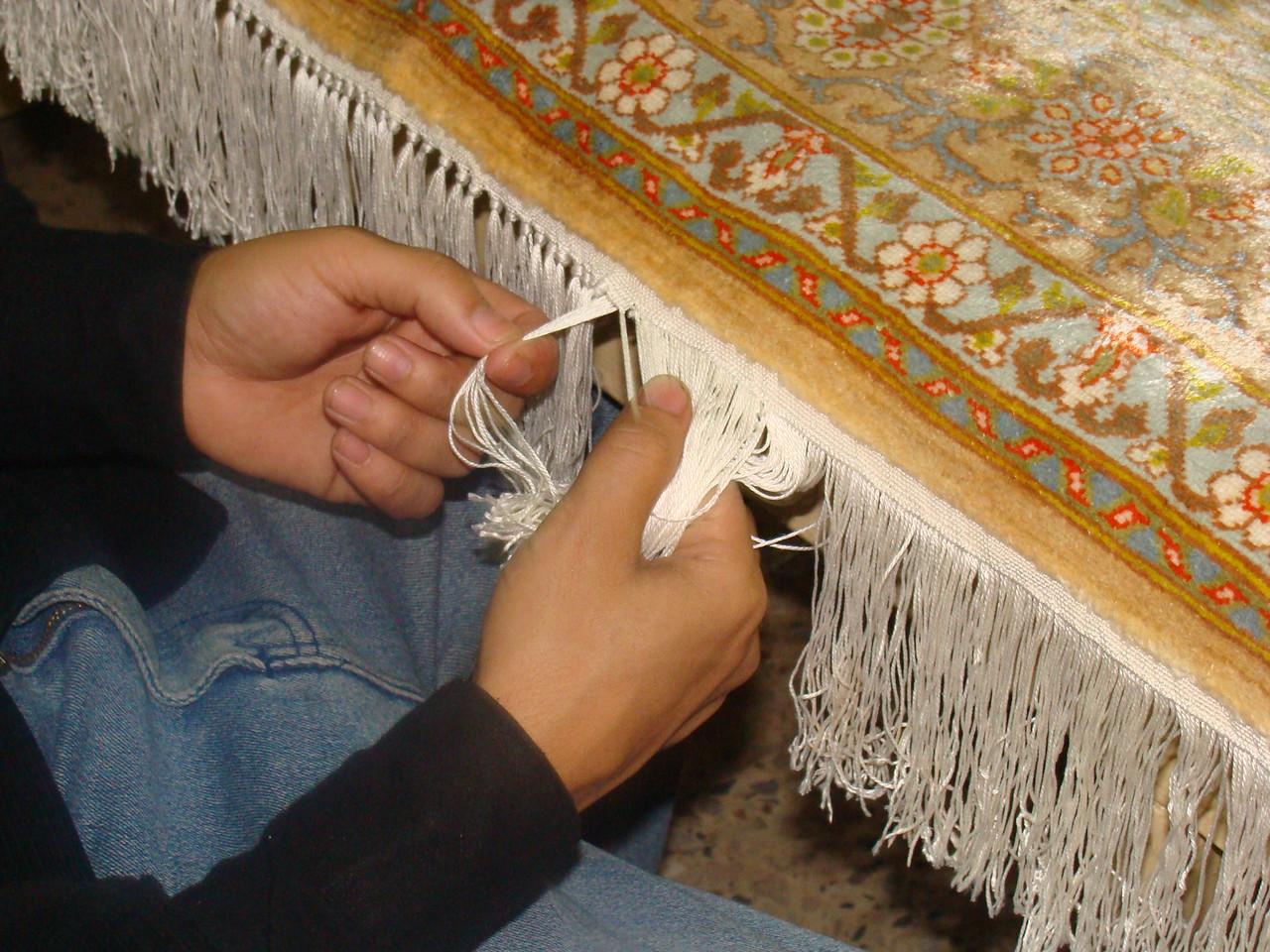 Hand Knotting Carpet Fringe