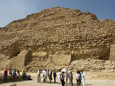 pyramid-people
