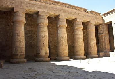 egypt-temple-columns