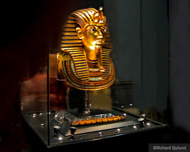 Gold-Mask-of-Tutankhamun in the Egyptian Museum Cairo Egypt