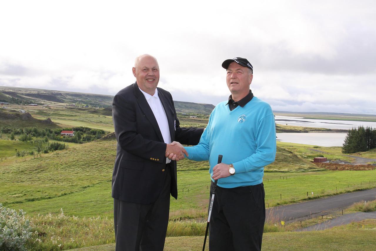 Jón Ásgeir Eyjólfsson, forseti GSÍ, og Jóhann Friðbjörnsson, formaður golfklúbbs Kiðjabergs
