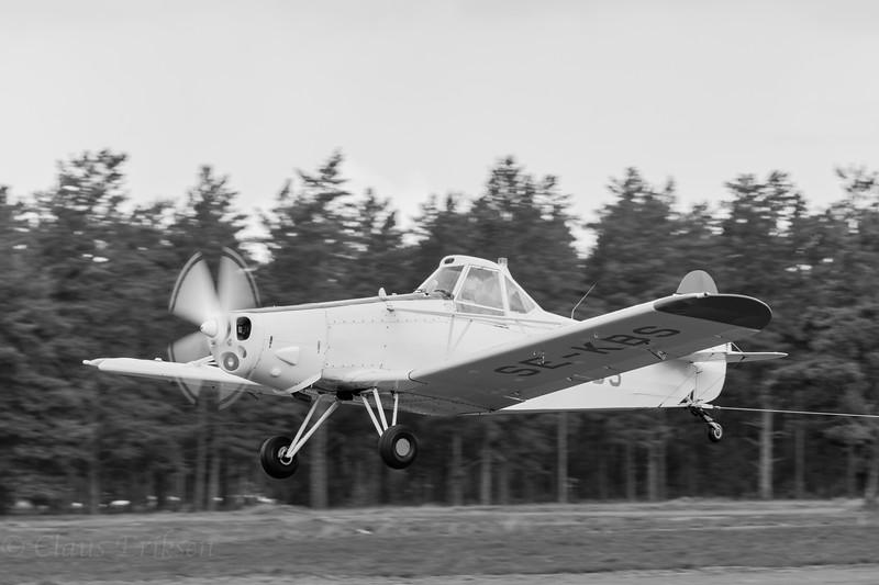SE-KBS pulling sailplane