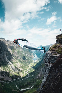 3-2-1 Wing it_Base jumping_Gudvangen_Photo by Carl van den Boom
