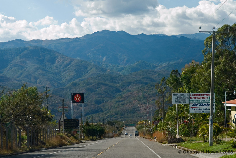 Los Planes is near the top of this mountain, straight ahead.  We are right on th edge of Honduras....