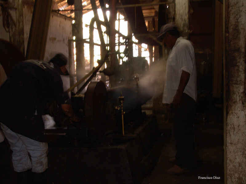 A photo by Francisco Diaz taken in 2005 of the steam engine to hull and dry the coffees.