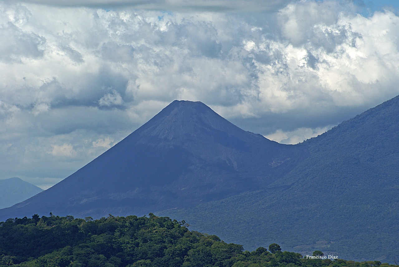 The Itzalco volcano, next to the much mightier Santa Anna....<br /> Photo by Francisco.