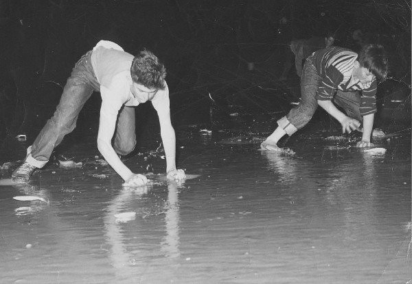 Remember Grunion Hunting (did you EVER see them)??<br /> (Shared from:  Jeff Powell)