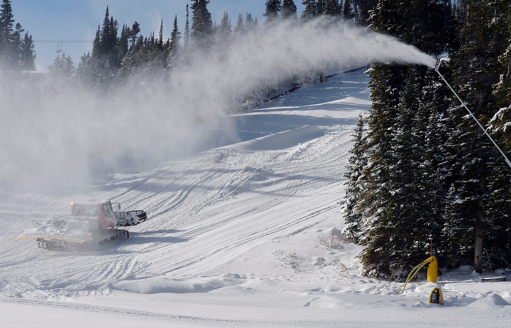 . ELDORA, CO - November 7, 2018: Crews continue to make snow an groom the slops at Eldora. Eldora Mountain (Eldora) opened for the 2018/19 ski and snowboard season on Wednesday, November 7, 2018, a full nine days ahead of schedule.  (Photo by Cliff Grassmick/Staff Photographer)