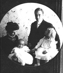 FDR, Eleanor with Anna and baby James, Hyde Park, New York 1908. Franklin D. Roosevelt Library archives