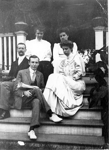 Eleanor with Mr. and Mrs. Henry Parish 1903. Franklin D. Roosevelt Library archives