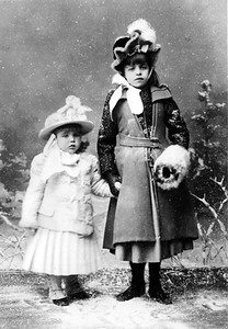 Eleanor with her brother Elliott, Jr. 1891. Franklin D. Roosevelt Library archives