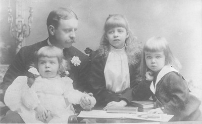 Eleanor - with her father, Elliott, and her brothers 1892. Franklin D. Roosevelt Library archives