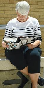 clinton-book-signing-32